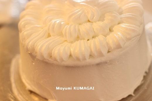 星口金をつけてケーキの上にクリームを絞る練習